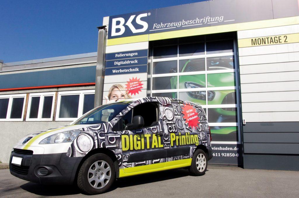 BKS Titelbild Fahrzeugbeschriftung Wiesbaden